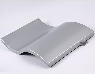 墙铝单板与铝蜂窝板之间的区别