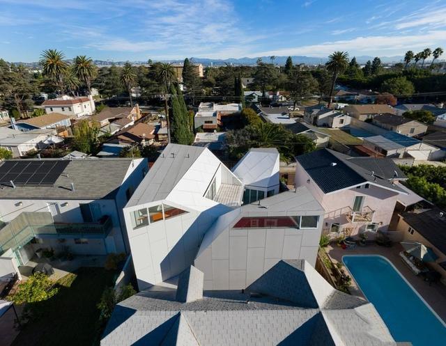 一个充满不一样氟碳铝单板的房屋装饰,成就不一样的视觉效果!