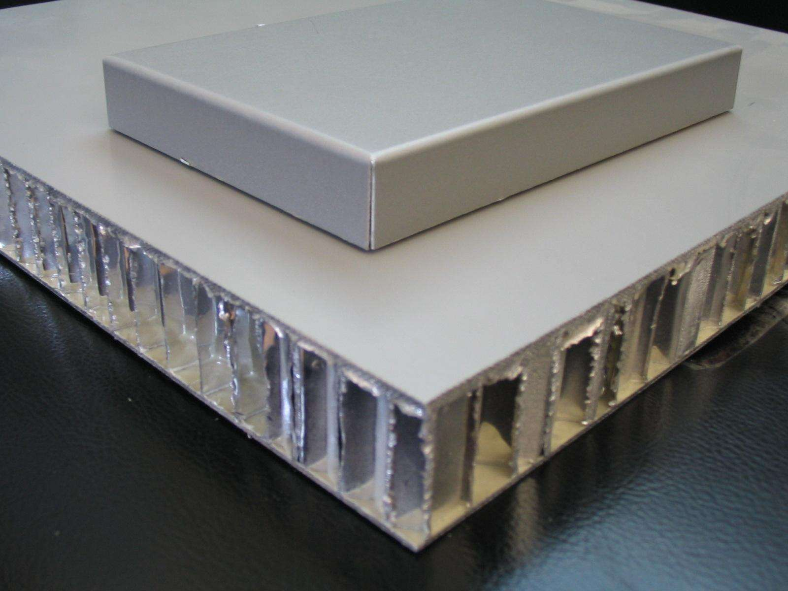 与其他产品相比,蜂窝板的特点是什么?