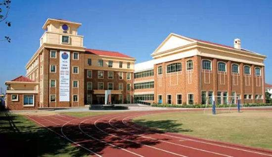 铝单板幕墙为大学大楼提供完整的覆层解决方案