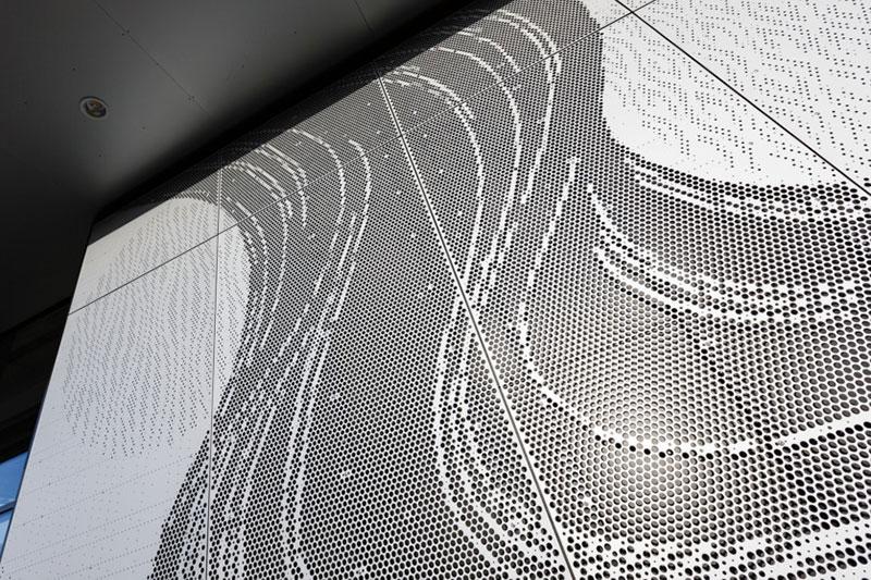 铝单板幕墙材料现在建材市场上还是很占有优势的