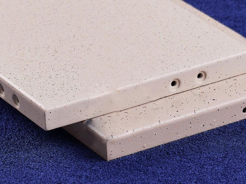 一种立体氟碳仿真石漆氟碳铝单板制造工艺及其铝单板-发明内容