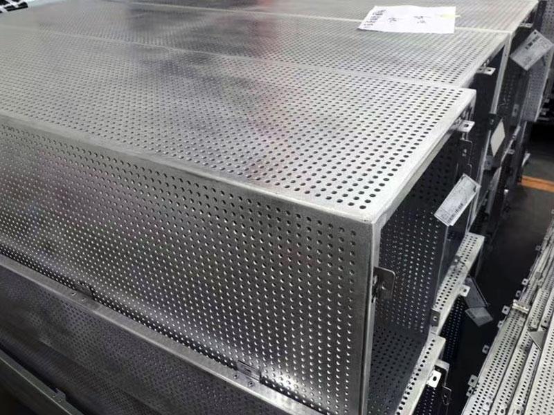 可定制多种造型的穿孔雕花铝单板