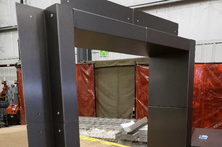 二氧化钛和氧化铝加入氟碳铝单板,使其更好的抵抗紫外线