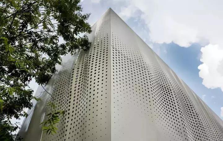 铝单板幕墙安装方法铝单板幕墙安装后色差解决问题